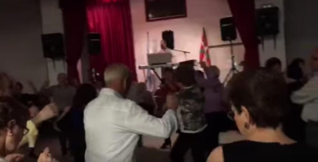Bailes de salón en casa Galicia de Bilbao